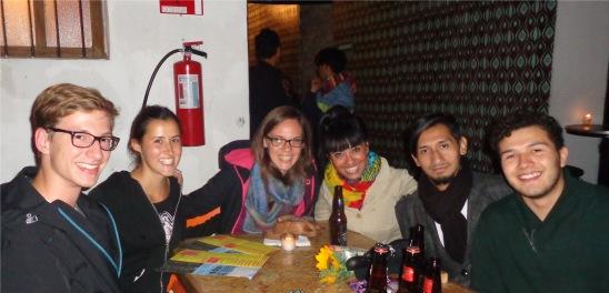 Bar A Go Go mit Levi, Roberto, Abril, Melanie, Helena und Marie