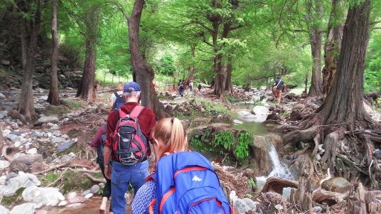 Wir wanderten die ganze Zeit neben dem wunderschönen Flussbett